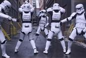 Star-Wars-Darth-Vader-doesnt-approve-of-Stormtroopers-twerking